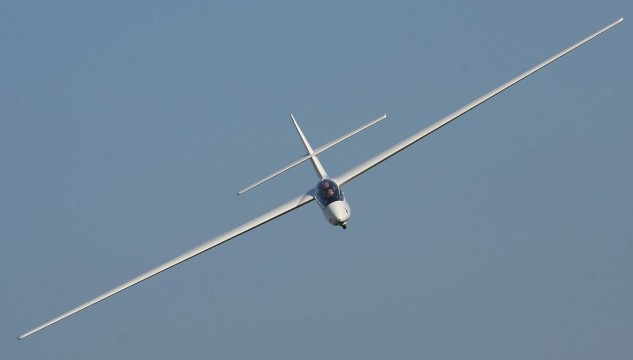 SZD-50-3_Puchacz_Glider_in_a_turn4