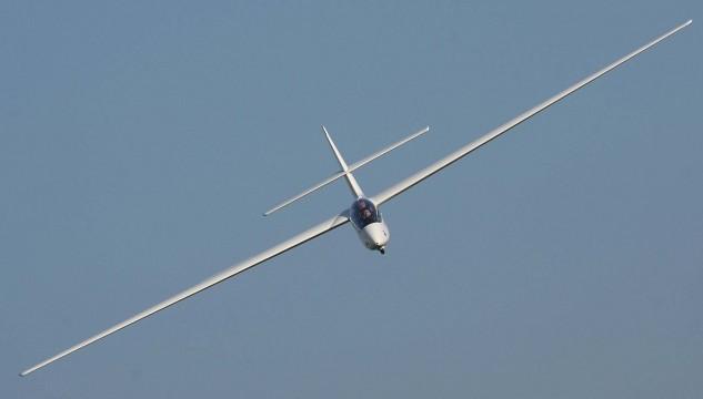 SZD-50-3_Puchacz_Glider_in_a_turn4
