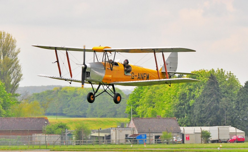 1000 Pixel Wide Yellow Moth Finals at Kemble