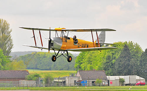 500 Pixel Wide Yellow Moth Finals at Kemble