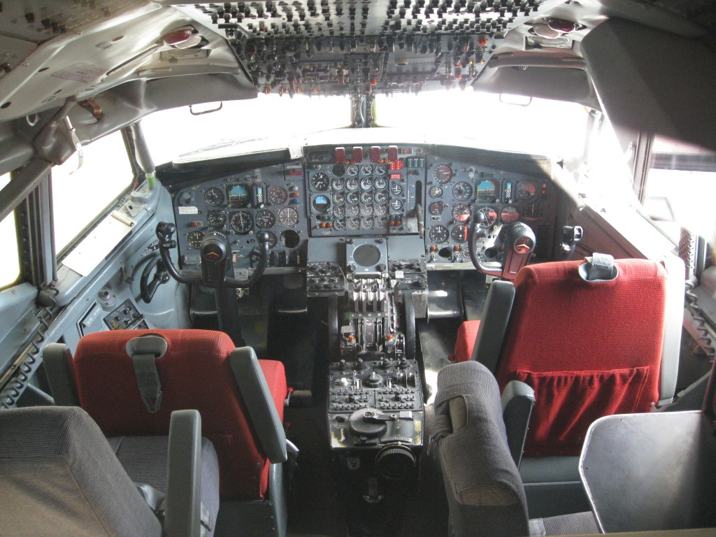 The cockpit of a Boeing 707, one of the aircraft flown by John Travolta (from Wikimedia Commons)